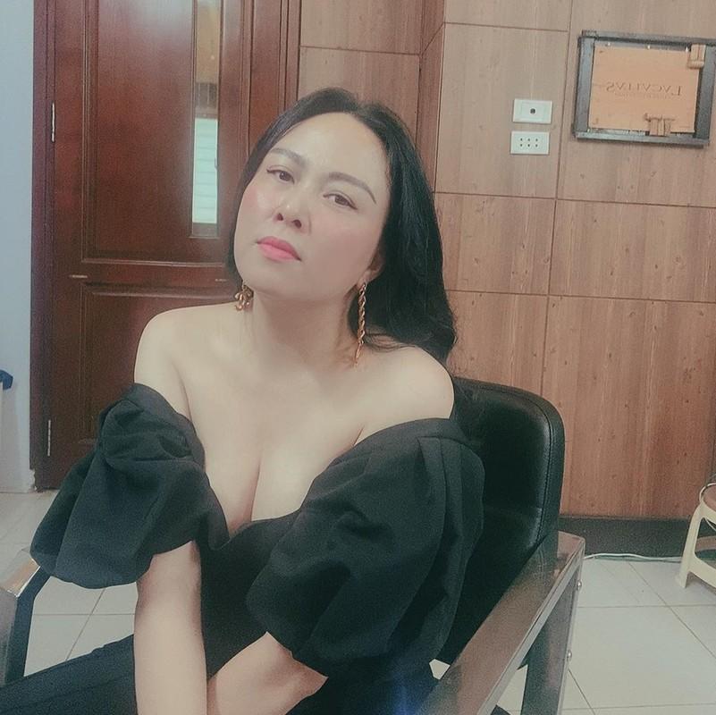 Giua on ao chia tay tinh tre, Phuong Chanel van mac goi cam khoe body-Hinh-4