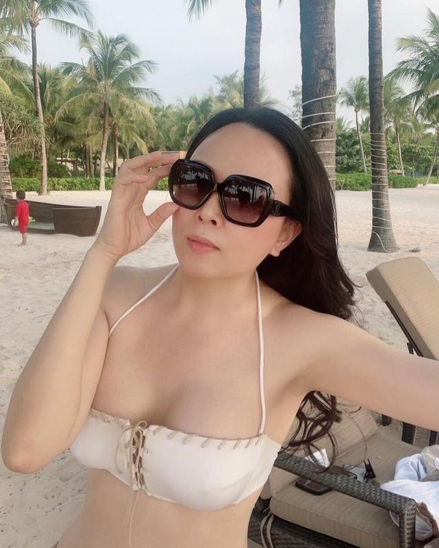 Giua on ao chia tay tinh tre, Phuong Chanel van mac goi cam khoe body