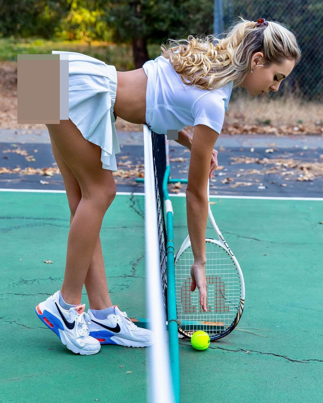 """""""Nhuc mat"""" thoi trang thieu vai cua cac my nhan tren san tennis-Hinh-12"""