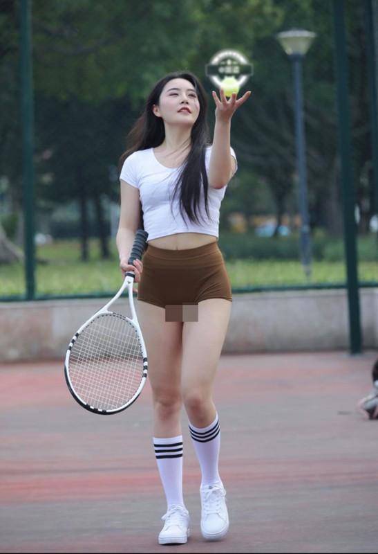 """""""Nhuc mat"""" thoi trang thieu vai cua cac my nhan tren san tennis-Hinh-5"""