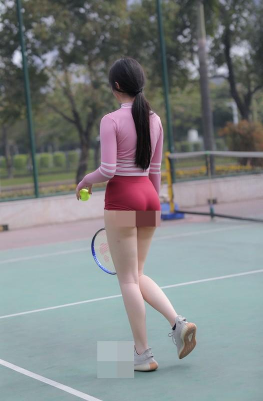 """""""Nhuc mat"""" thoi trang thieu vai cua cac my nhan tren san tennis-Hinh-8"""