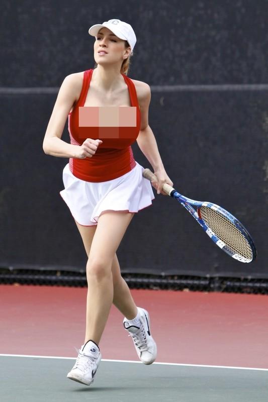 """""""Nhuc mat"""" thoi trang thieu vai cua cac my nhan tren san tennis-Hinh-9"""