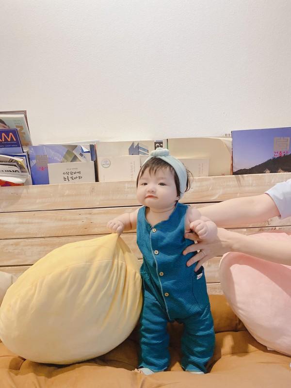 Dong Nhi cham chi cho con gai cung an mac sanh dieu-Hinh-2