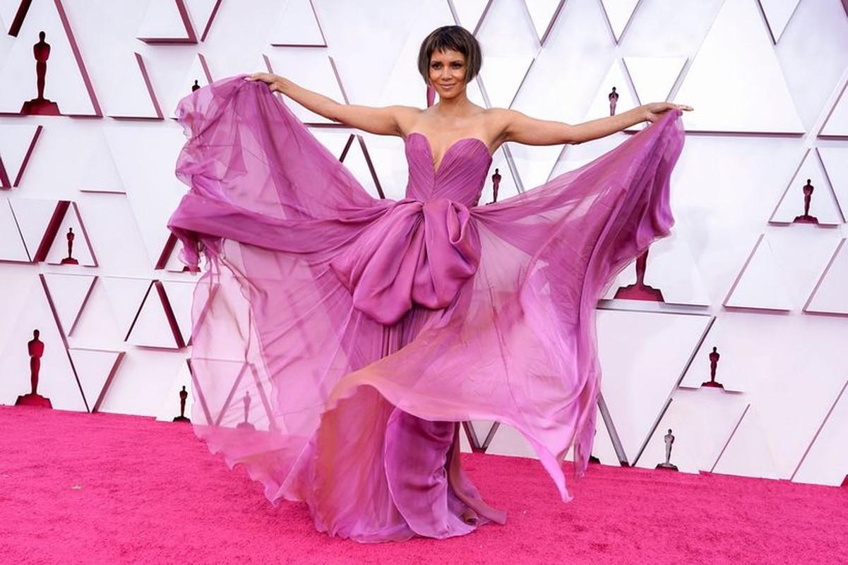 Loat trang phuc tham hoa, doc la tai tham do Oscar 2021-Hinh-10