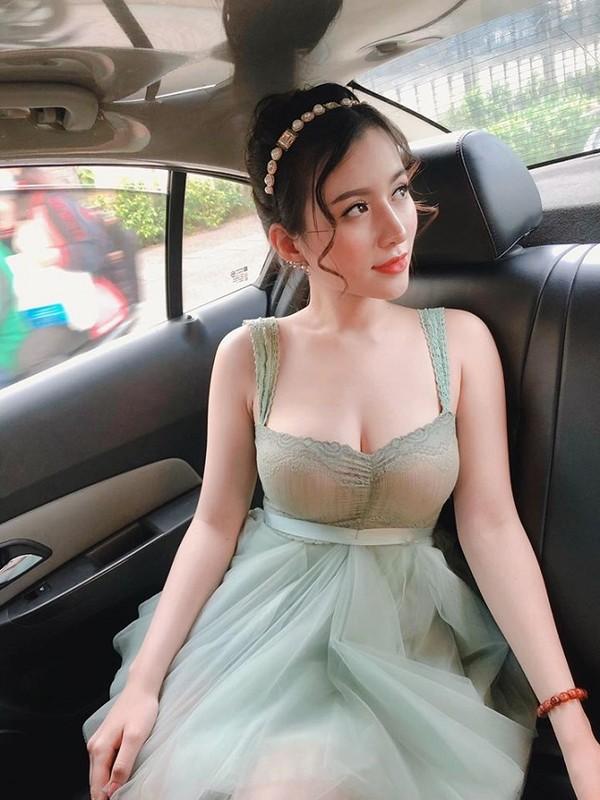 """""""Hot girl cong so Quang Ngai"""" theo duoi gu thoi trang sexy """"het nac""""-Hinh-12"""