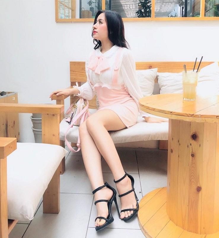 """""""Hot girl cong so Quang Ngai"""" theo duoi gu thoi trang sexy """"het nac""""-Hinh-4"""