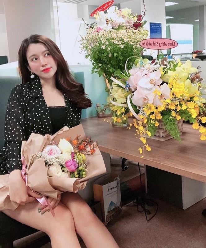 """""""Hot girl cong so Quang Ngai"""" theo duoi gu thoi trang sexy """"het nac""""-Hinh-5"""