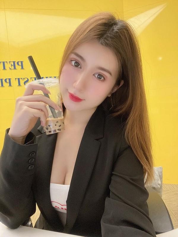 """""""Hot girl cong so Quang Ngai"""" theo duoi gu thoi trang sexy """"het nac"""""""