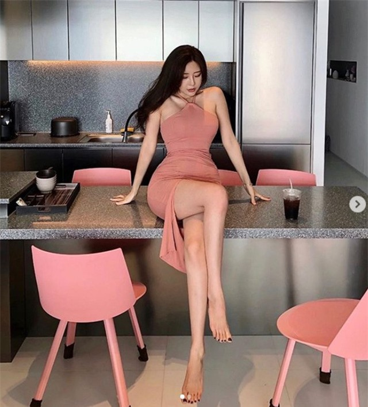 """Dai hot girl Han Quoc"" chuong trang phuc khoe vong 1 nong bong-Hinh-12"