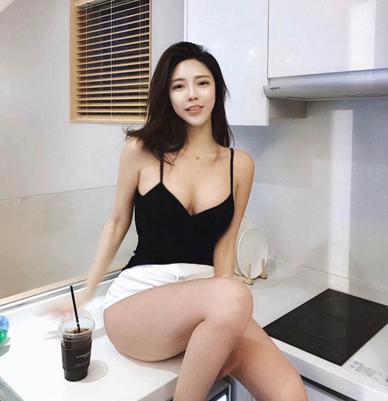 """Dai hot girl Han Quoc"" chuong trang phuc khoe vong 1 nong bong-Hinh-4"