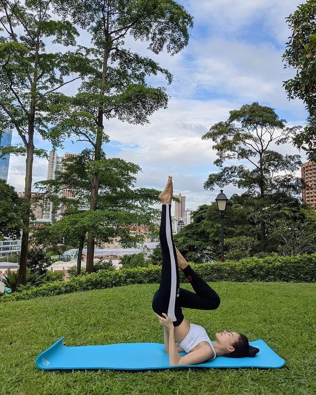 """""""Hoa hau"""" Next Top Viet giu dang nuot na nho yoga-Hinh-4"""