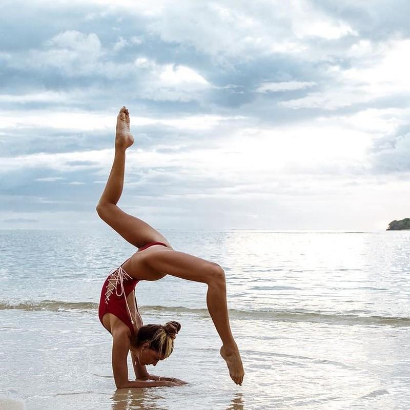 Ngat ngay voi than hinh sieu chuan cua nu huan luyen vien yoga-Hinh-3