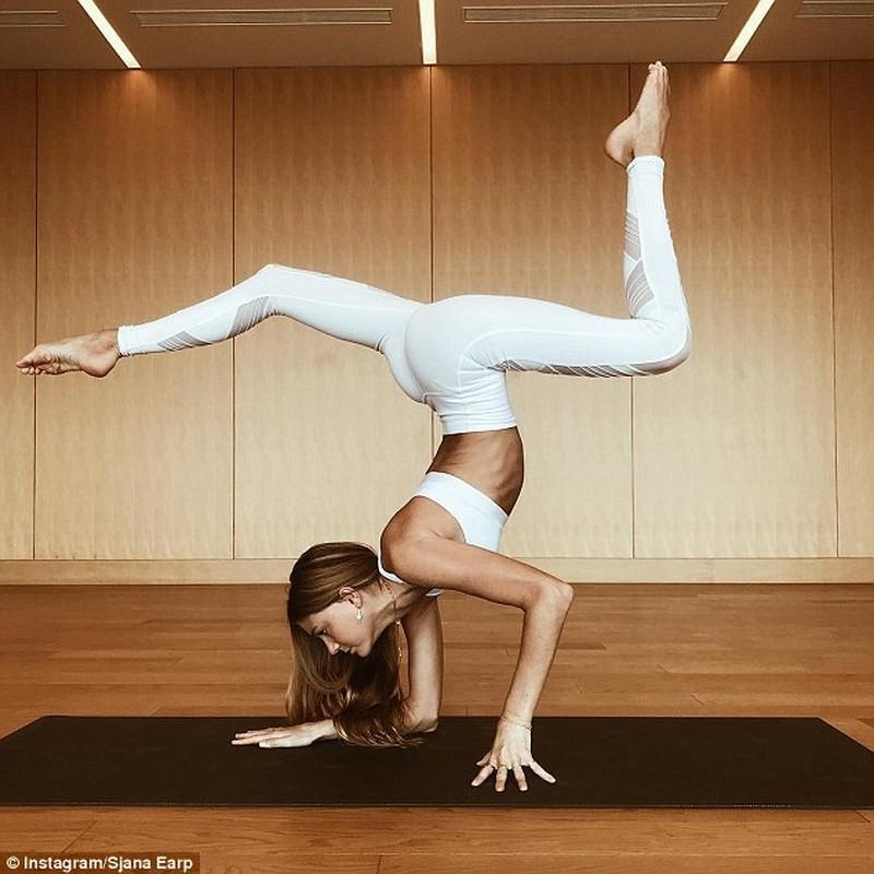 Ngat ngay voi than hinh sieu chuan cua nu huan luyen vien yoga-Hinh-4