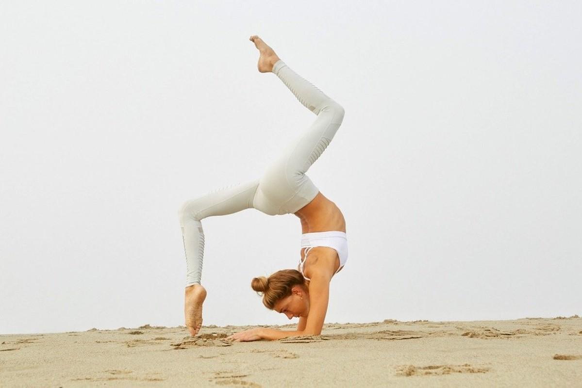 Ngat ngay voi than hinh sieu chuan cua nu huan luyen vien yoga