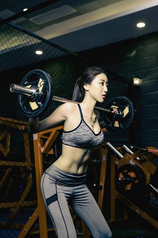 """Nu hoang phong gym"" xu Trung khoe voc dang nong bong o phong tap-Hinh-5"