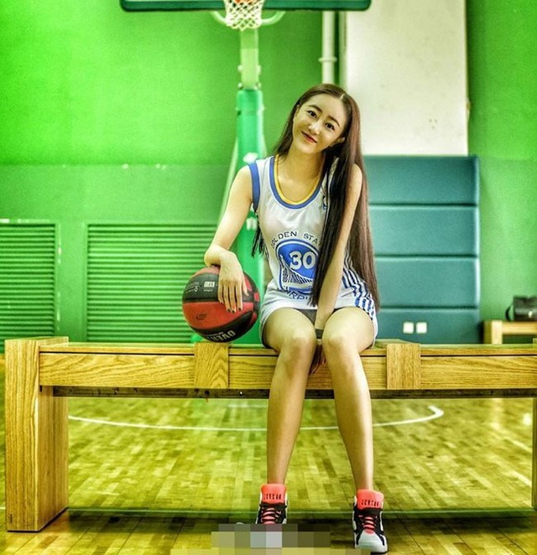 """Nu hoang phong gym"" xu Trung khoe voc dang nong bong o phong tap-Hinh-6"