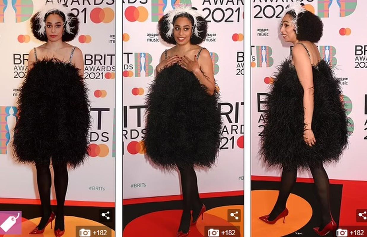 """""""Nong mat"""" loat my nhan mac trang phuc ho bao tai tham do Brit Awards 2021-Hinh-10"""