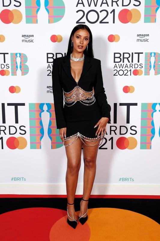 """""""Nong mat"""" loat my nhan mac trang phuc ho bao tai tham do Brit Awards 2021-Hinh-4"""