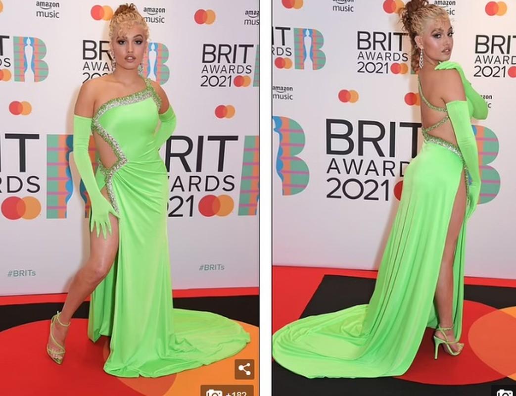 """""""Nong mat"""" loat my nhan mac trang phuc ho bao tai tham do Brit Awards 2021-Hinh-5"""