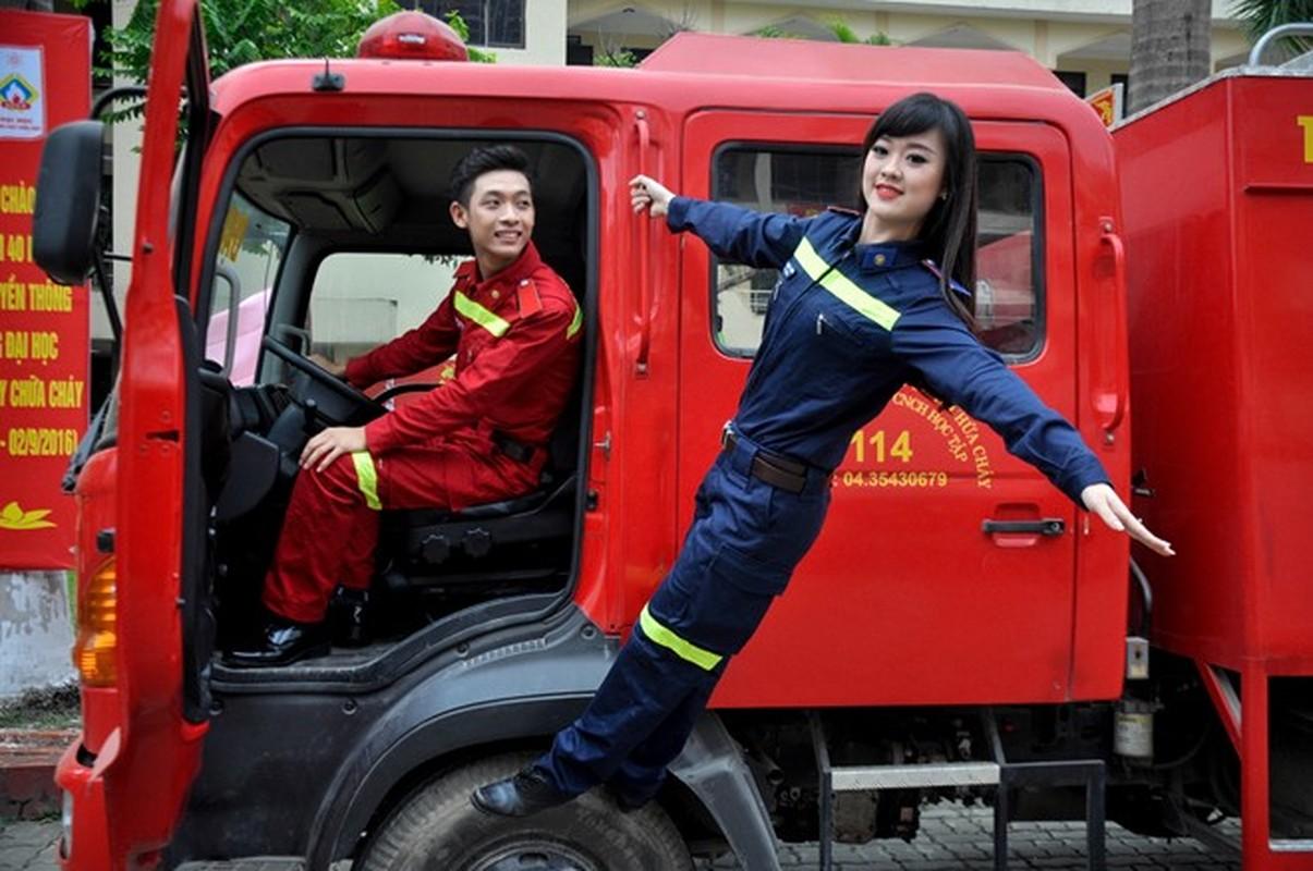 Dan trai tai gai sac cua Dai hoc Phong chay Chua chay
