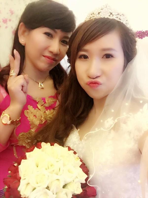Phat sot ba ngoai U50 o Hai Phong tre nhu con gai-Hinh-7