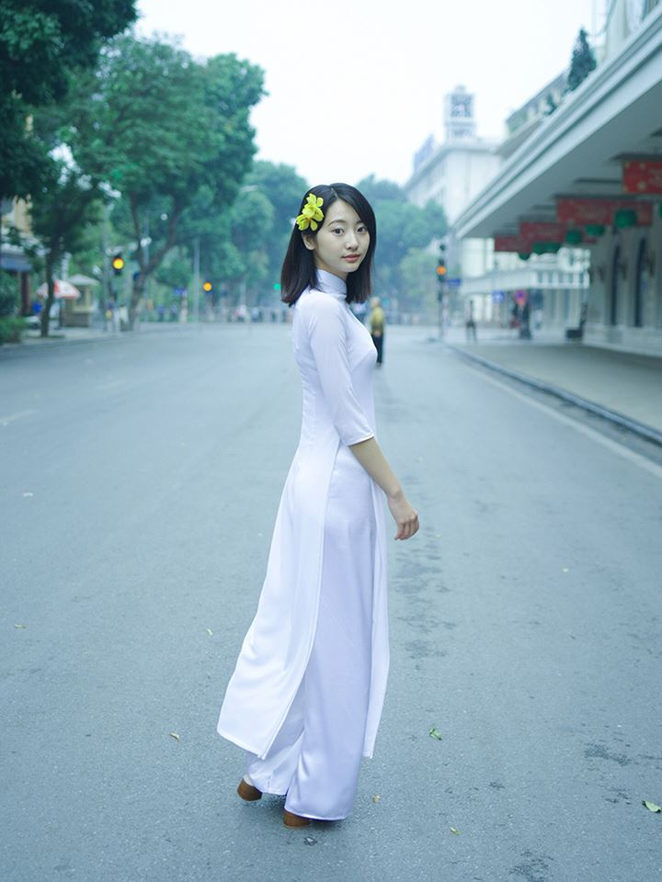 """""""Thien than noi y Nhat Ban"""" dien bikini dao pho Ha Noi-Hinh-2"""