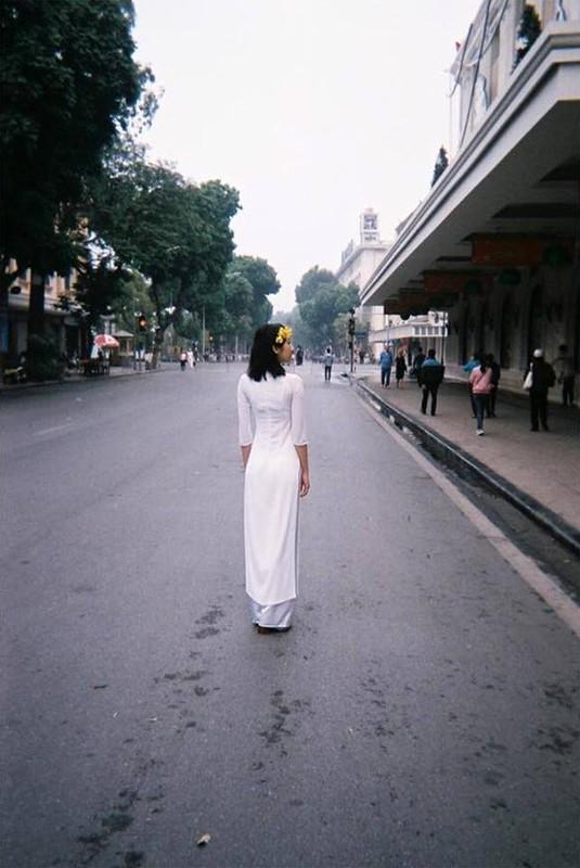 """""""Thien than noi y Nhat Ban"""" dien bikini dao pho Ha Noi-Hinh-3"""