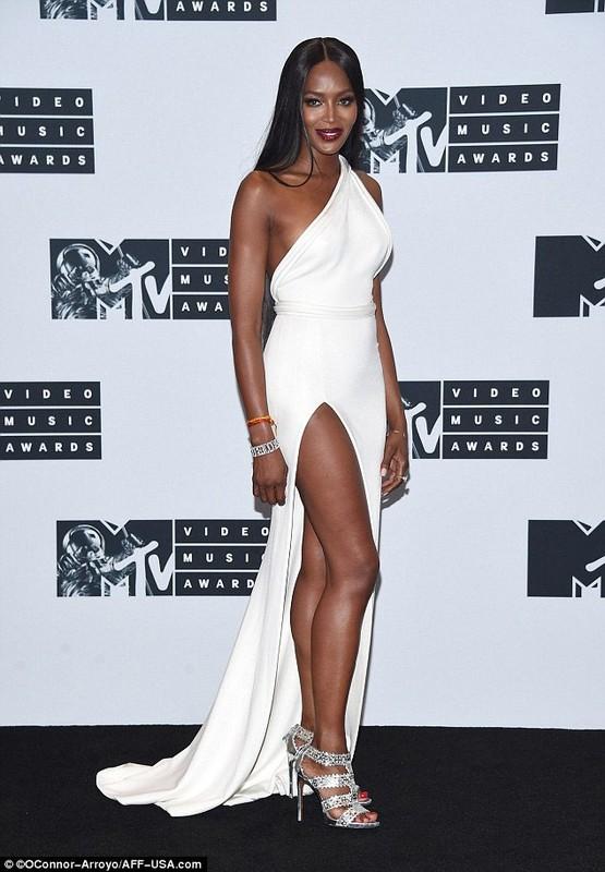 Naomi Campbell lo hang tren tham do MTV VMA 2016-Hinh-5