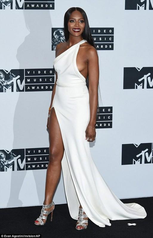 Naomi Campbell lo hang tren tham do MTV VMA 2016-Hinh-6