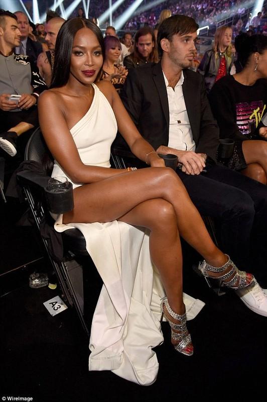 Naomi Campbell lo hang tren tham do MTV VMA 2016-Hinh-7