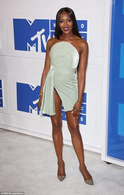 Naomi Campbell lo hang tren tham do MTV VMA 2016