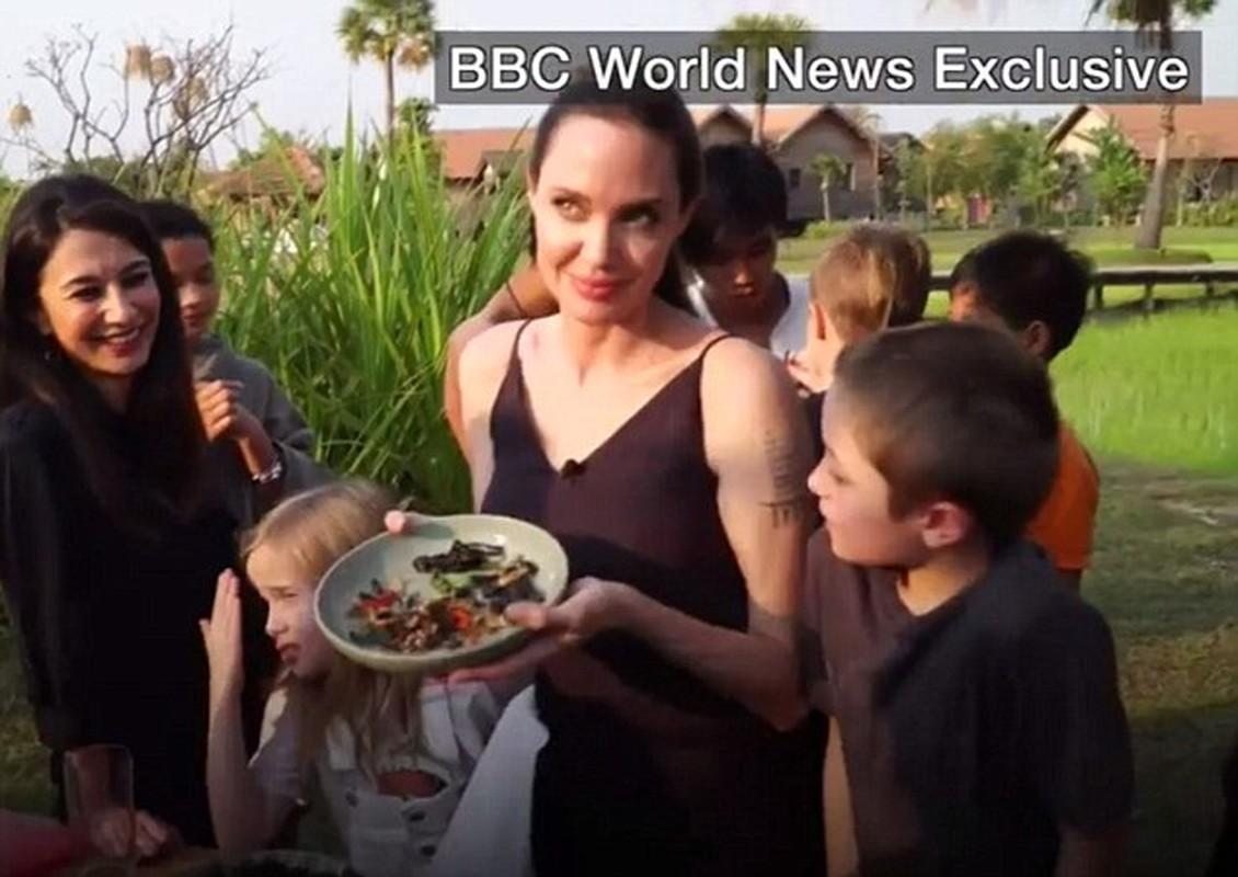 7 me con Angelina Jolie an bo cap, nhen o Cambodia-Hinh-2