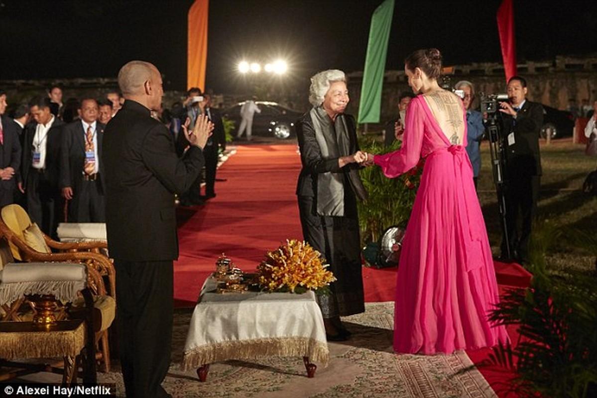 7 me con Angelina Jolie an bo cap, nhen o Cambodia-Hinh-8