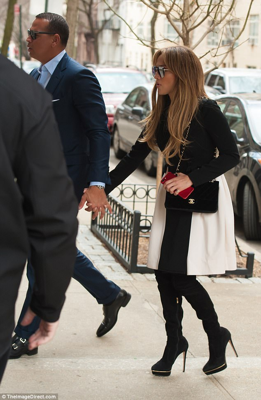 Jennifer Lopez dinh chat tinh moi sau vai tuan hen ho-Hinh-2