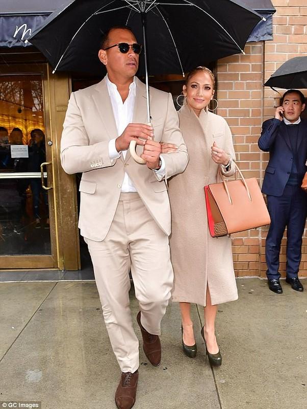Jennifer Lopez dinh chat tinh moi sau vai tuan hen ho