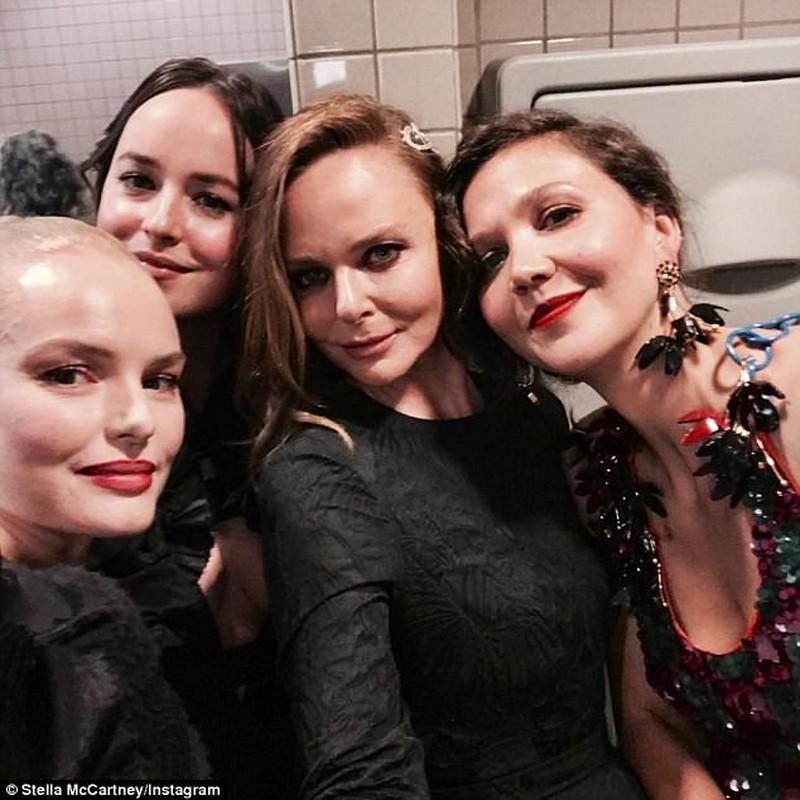 Sao Hollywood tranh nhau chup anh tu suong trong toilet-Hinh-3