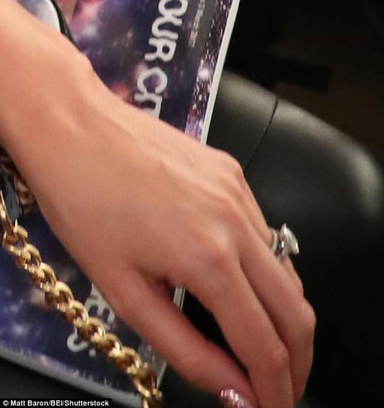 Miranda Kerr quyen ru tren san catwalk sau dam cuoi-Hinh-2
