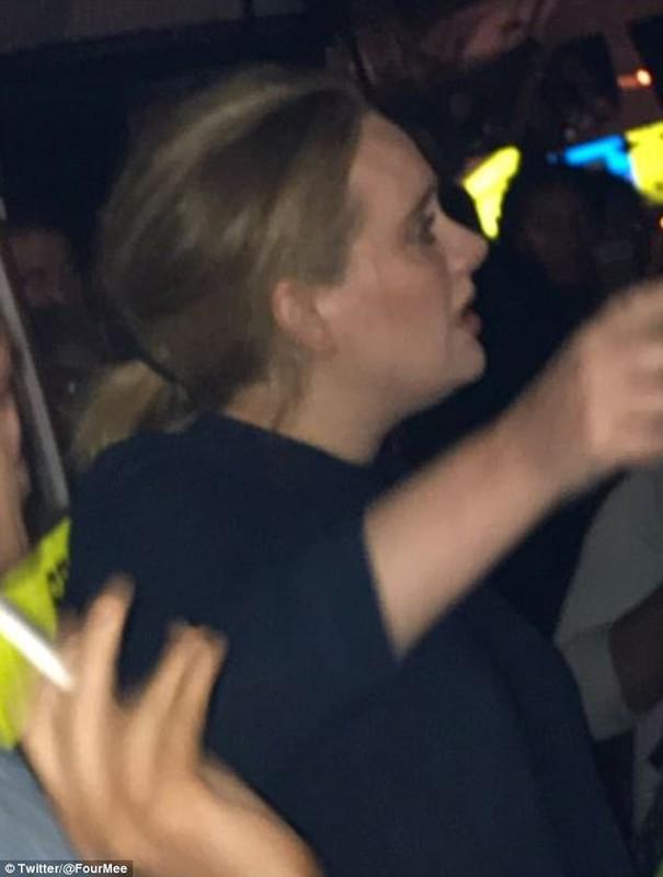 Adele khoc het nuoc mat khi toi khu chung cu bi chay o London-Hinh-2