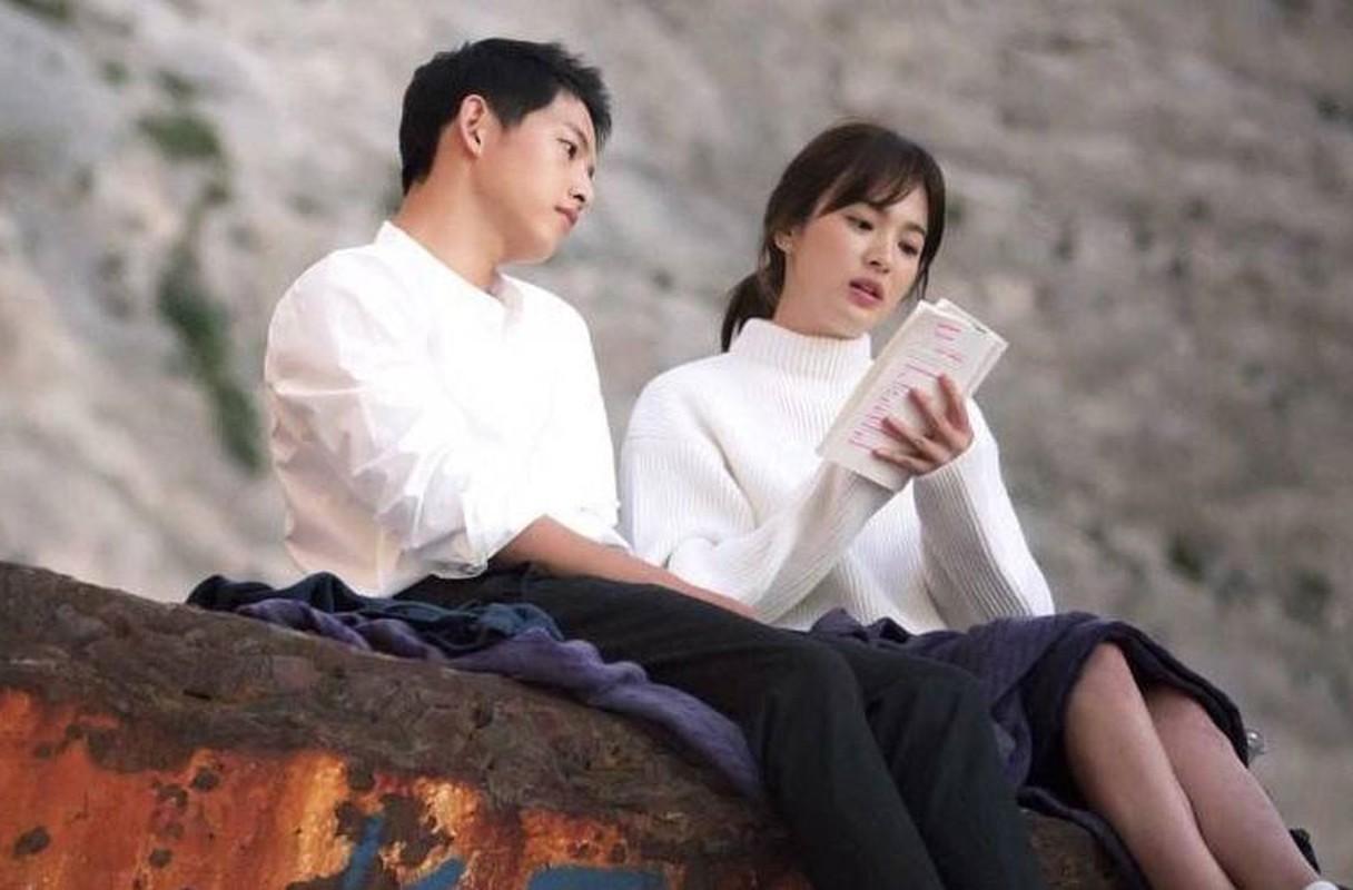 Nhung lan Song Joong Ki va Song Hye Kyo bi dinh tin don hen ho-Hinh-2