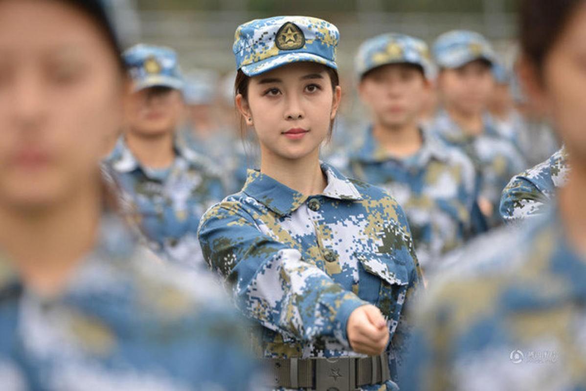 Ve dep cua nu sinh Trung Quoc trong gio hoc quan su-Hinh-2