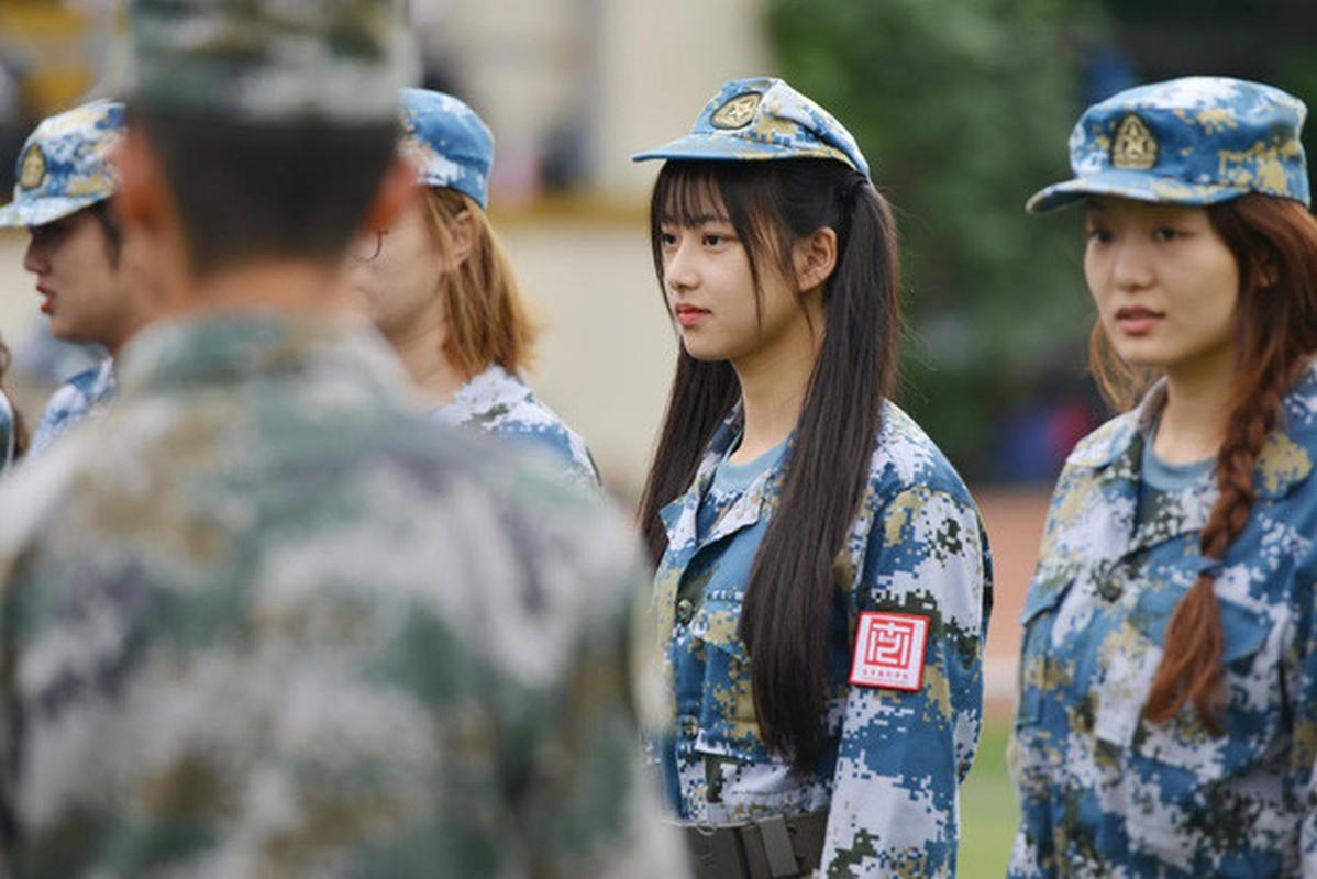 Ve dep cua nu sinh Trung Quoc trong gio hoc quan su-Hinh-3