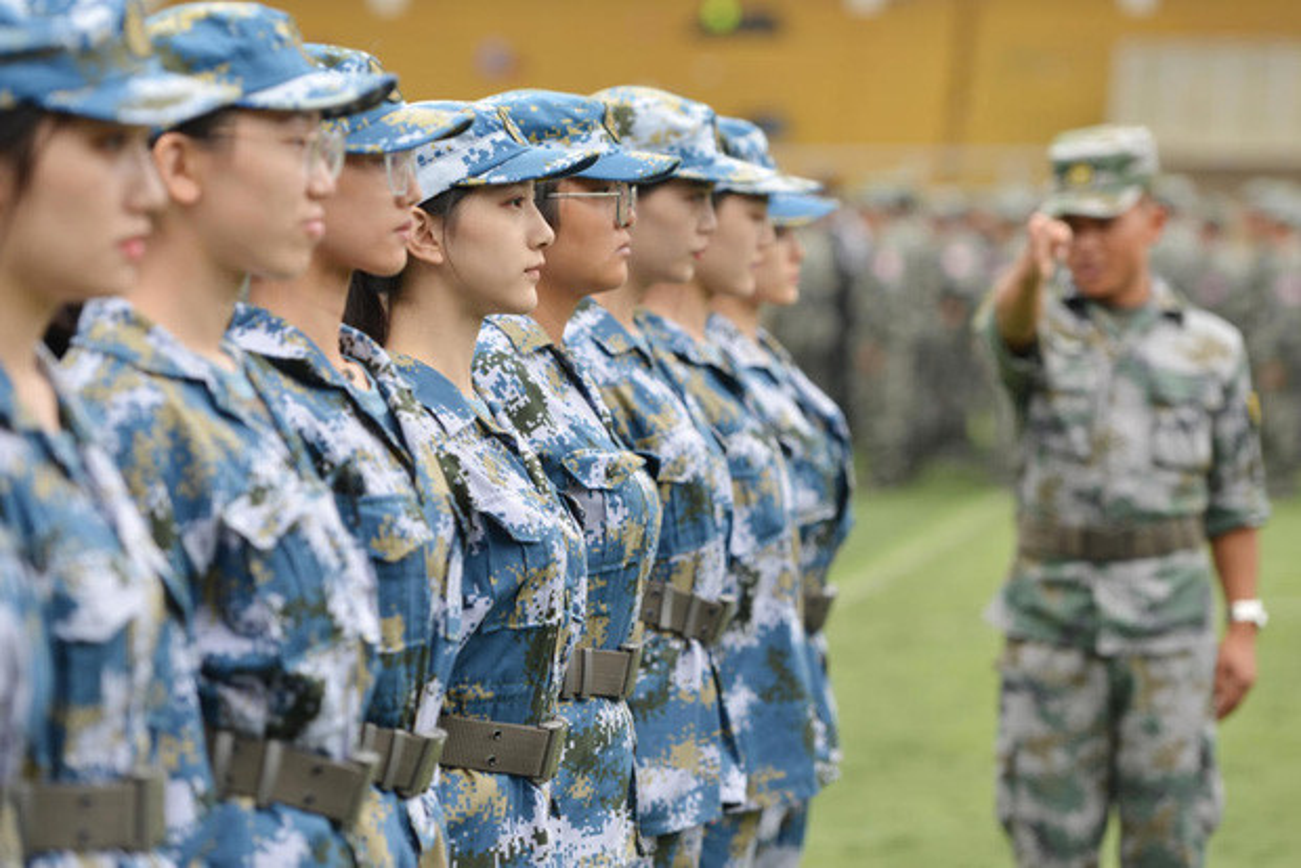 Ve dep cua nu sinh Trung Quoc trong gio hoc quan su-Hinh-5