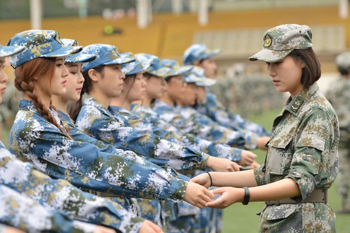 Ve dep cua nu sinh Trung Quoc trong gio hoc quan su-Hinh-6