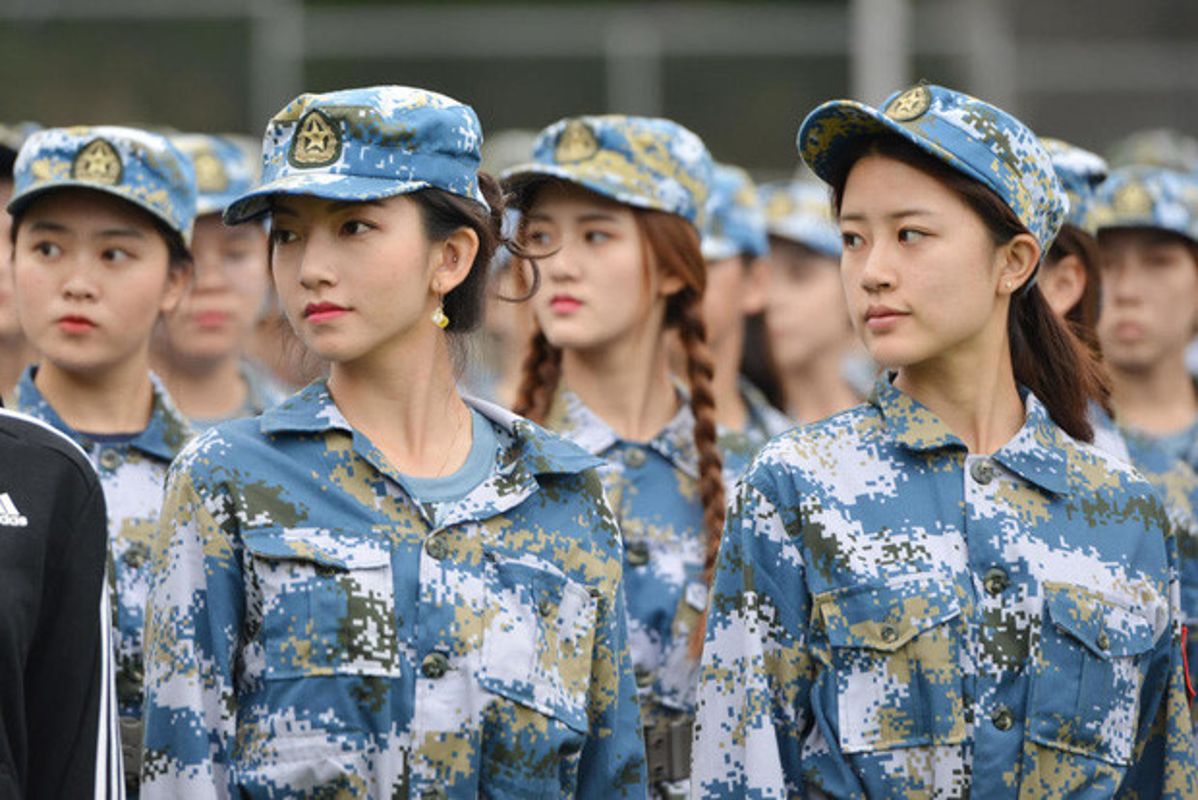 Ve dep cua nu sinh Trung Quoc trong gio hoc quan su-Hinh-7