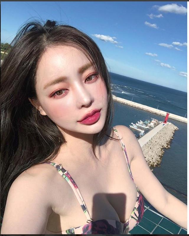 Hot girl Han Quoc hut van nguoi ham mo nho doi moi xinh nhu hoa