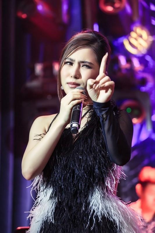 Huong Tram khoc trong show dien cuoi truoc khi tam dung su nghiep-Hinh-6