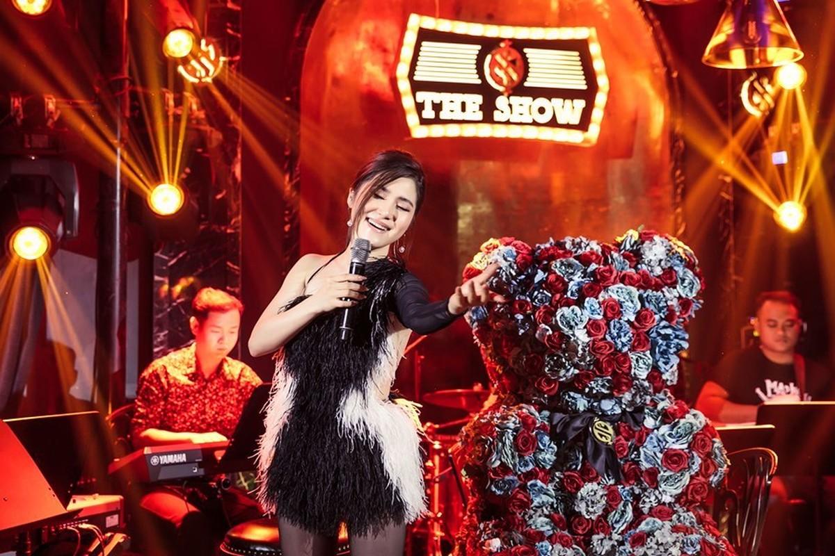 Huong Tram khoc trong show dien cuoi truoc khi tam dung su nghiep-Hinh-9
