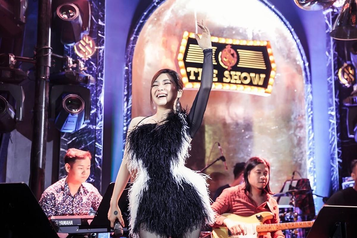 Huong Tram khoc trong show dien cuoi truoc khi tam dung su nghiep