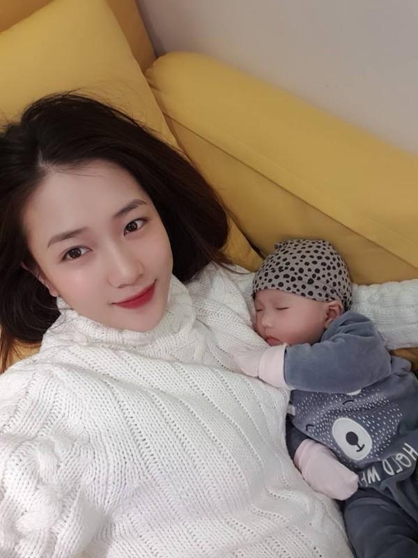Nhan sac mon con mat cua cuu hot girl Ha thanh sau sinh-Hinh-7