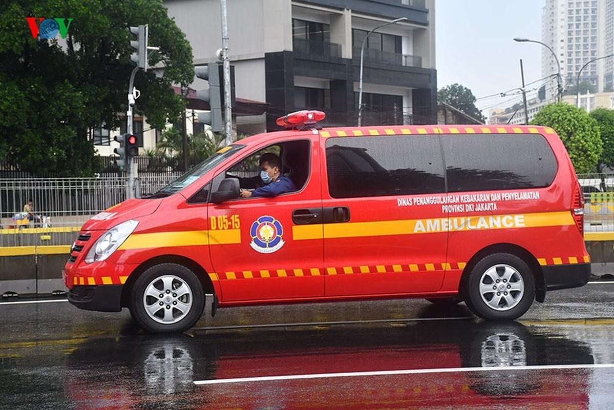 Jakarta phun thuoc khu trung toan thanh pho ngan dich Covid-19-Hinh-10